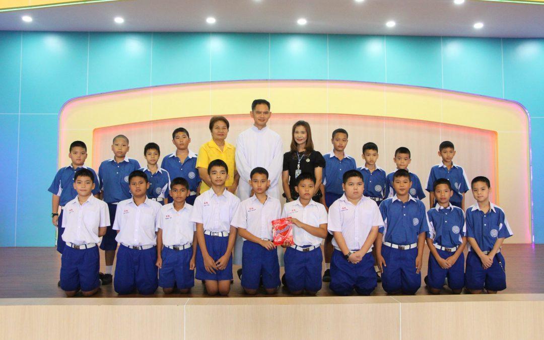 มอบรางวัลนักเรียนที่เข้าแถวเป็นระเบียบ ครั้งที่1 ระดับประถมศึกษา
